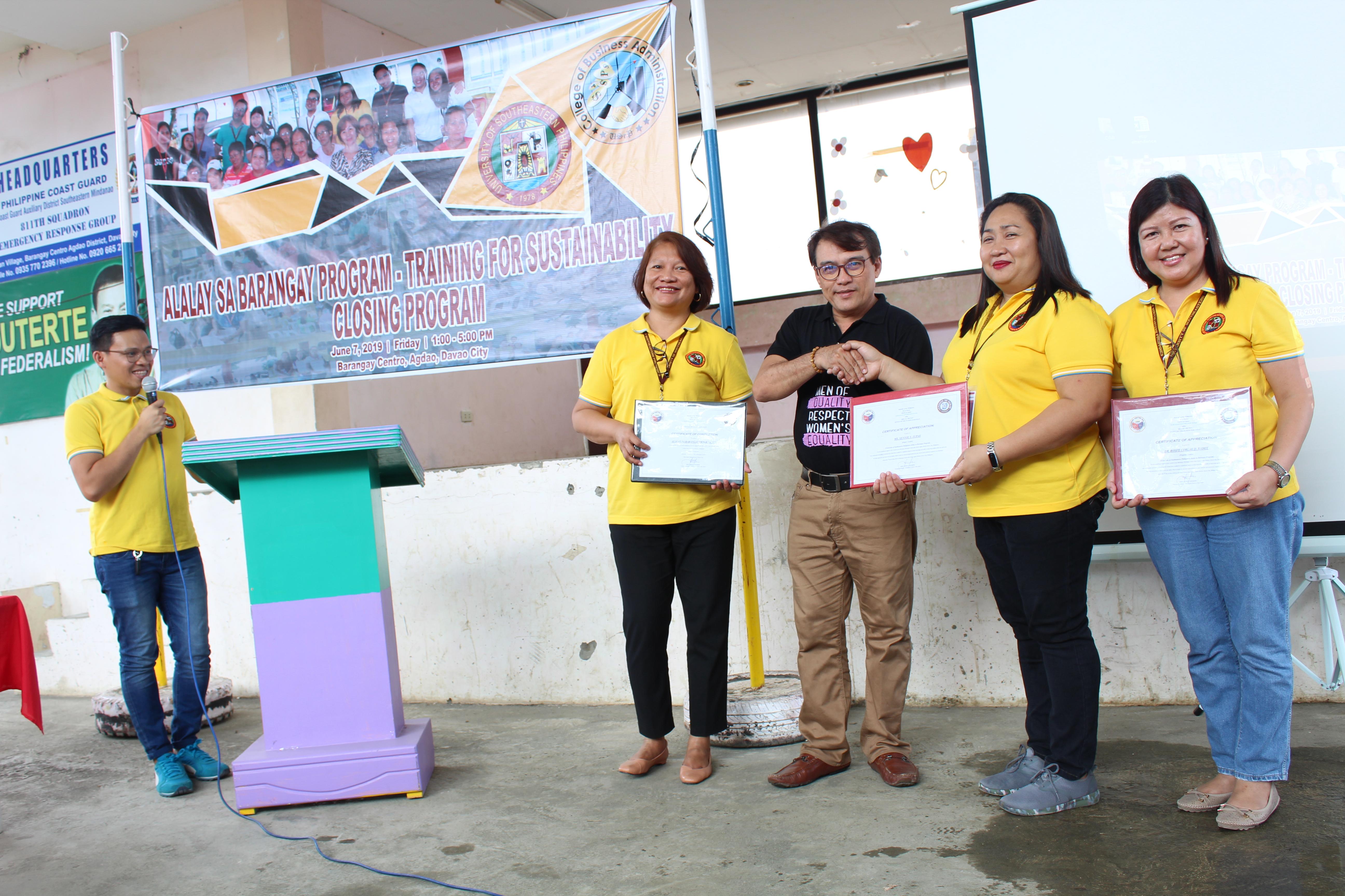 pb-estorpe-awards-certificates-to-cba-and-program-project-leaders